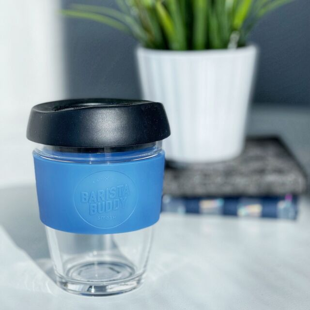 The glass Barista Buddy is the most convenient winter season essential to get you through those cold mornings! Keep tea or coffee warm while on the go ☕